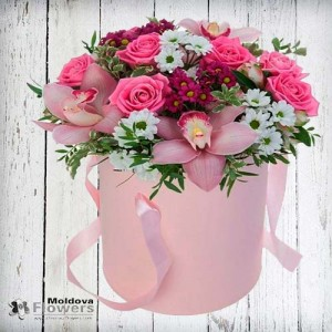 Flower bouquet in hat box #8
